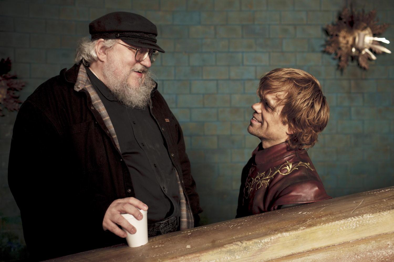 Emilia Clarke encontró al culpable del vaso de Starbucks - Game of Thrones