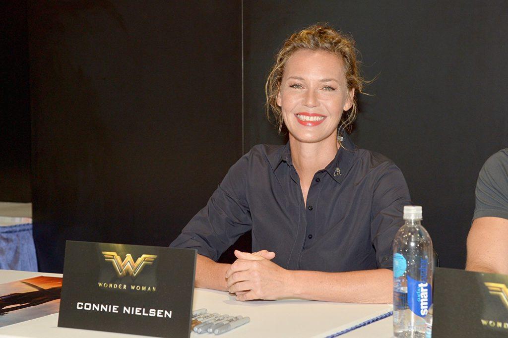 Connie nielsen se une a la nueva serie de patty jenkins for Puerta wonder woman